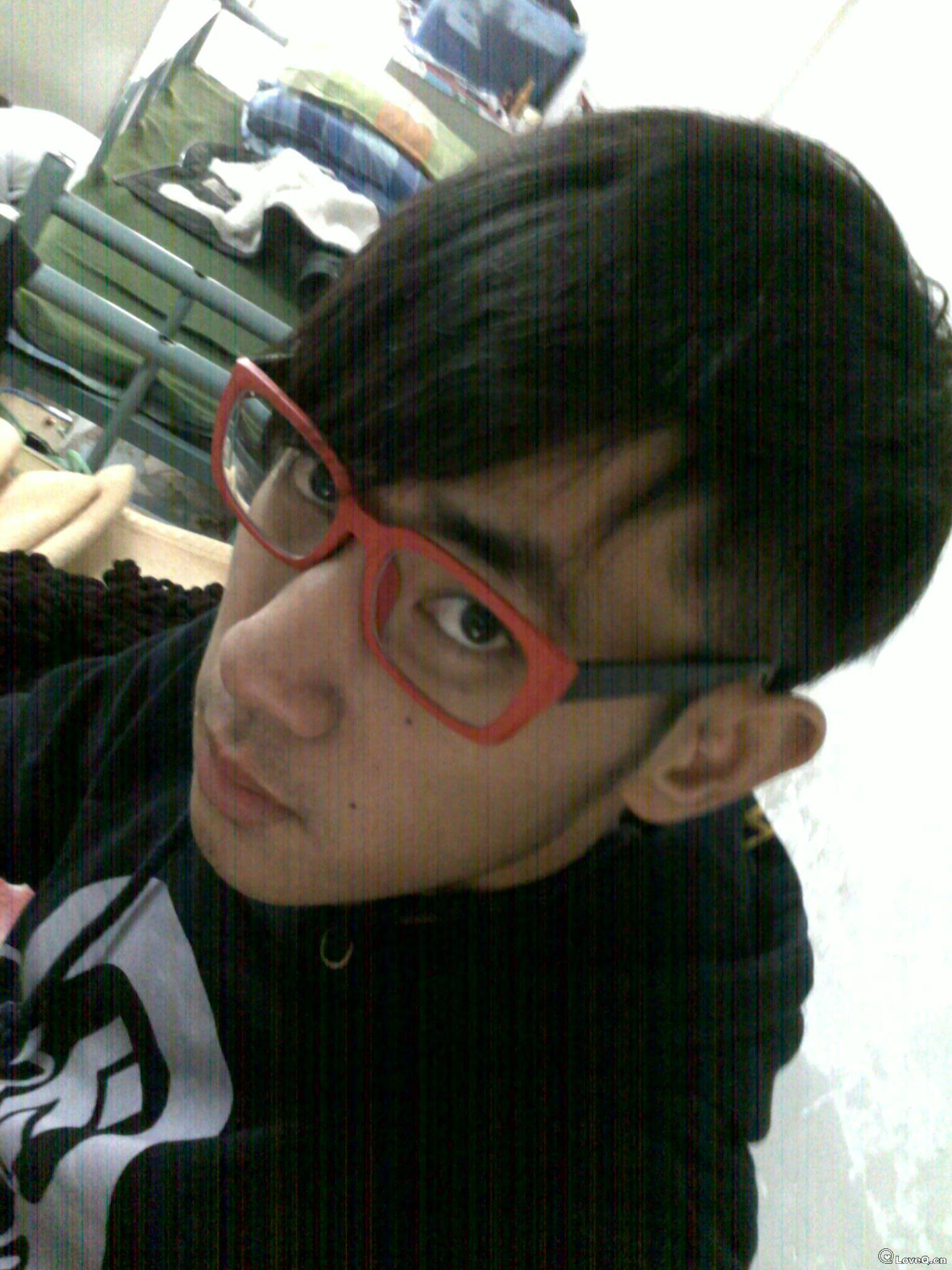 戴眼镜男生生活照分享;
