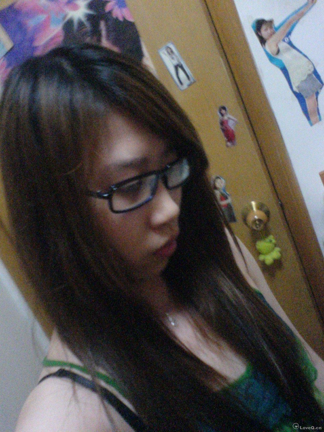 戴眼镜的美女生活照